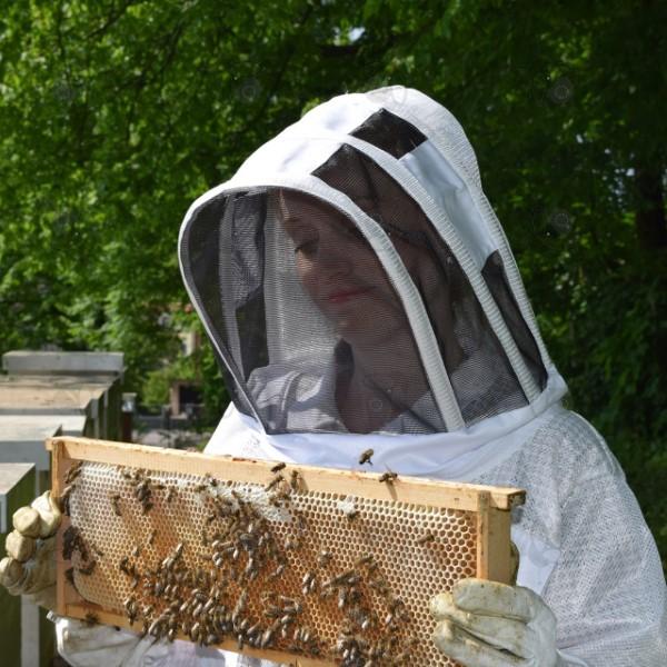 Včelařský plášť je lehká